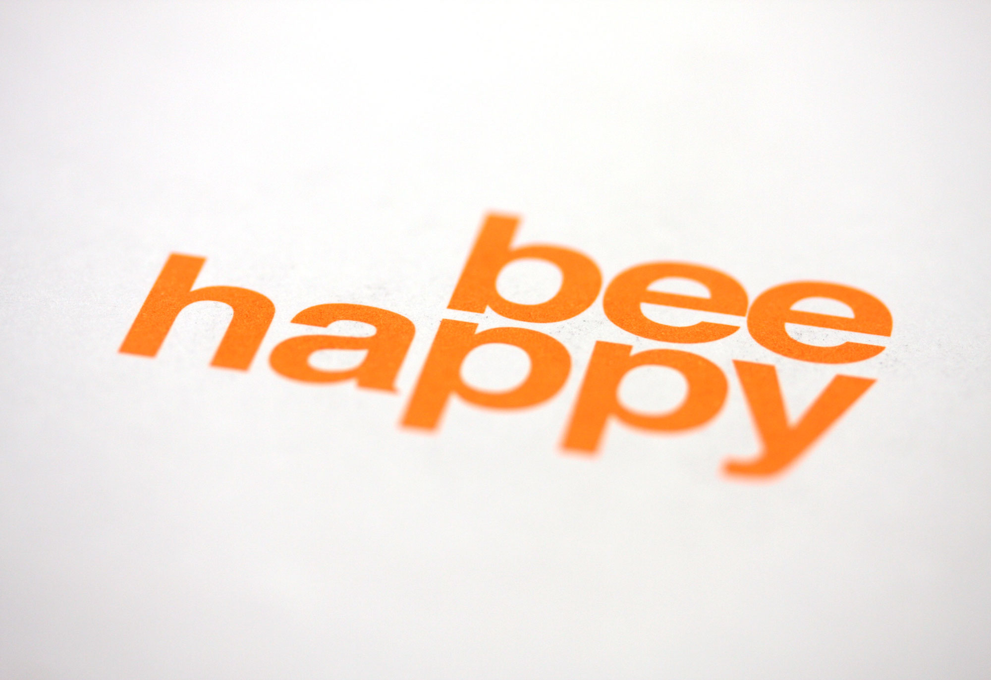 Bee happy Typographie Sonderfarbe